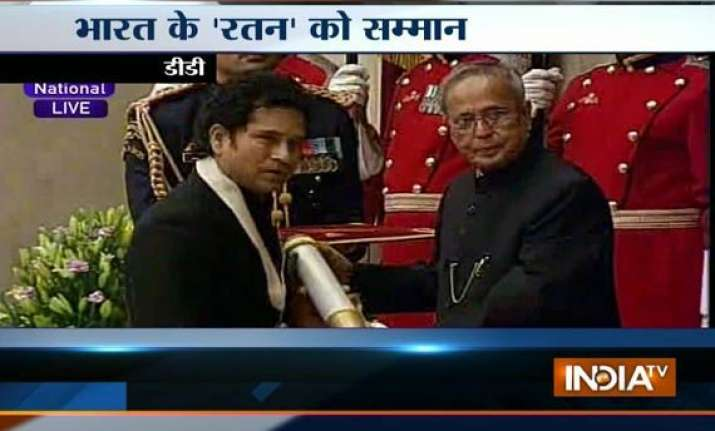 sachin dedicates his bharat ratna to his mother all indian