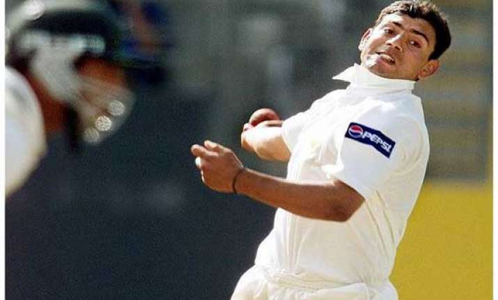 saqlain questions the legality of doosra.