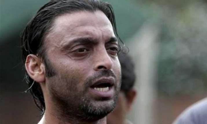 shoaib akhtar slams pak pacers performance against england