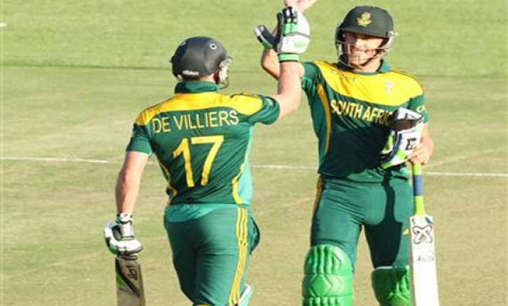 south africa chases down 327 to beat australia