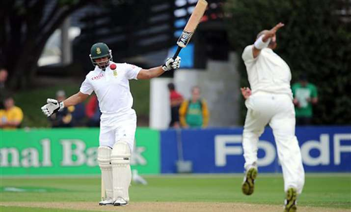south africa 136 2 in rain delayed day 1 3rd test
