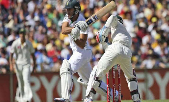 south africa strikes back with late wickets