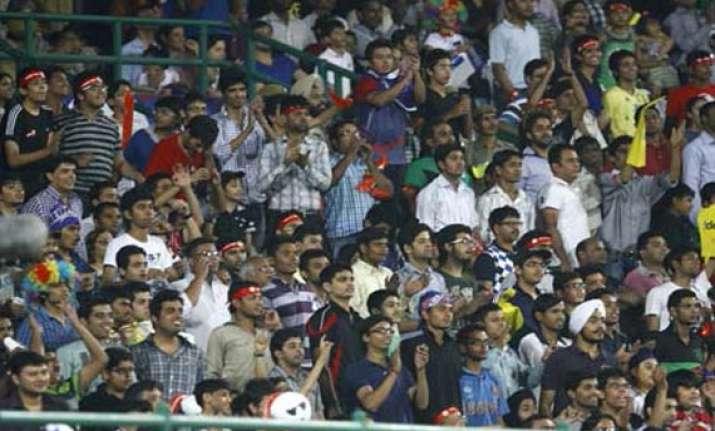 spectators cheer for modi in rr delhi daredevils ipl match
