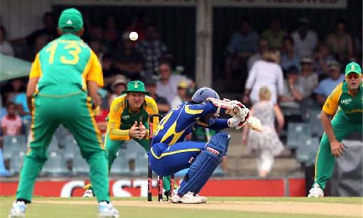 sri lanka bats first in final odi vs south africa