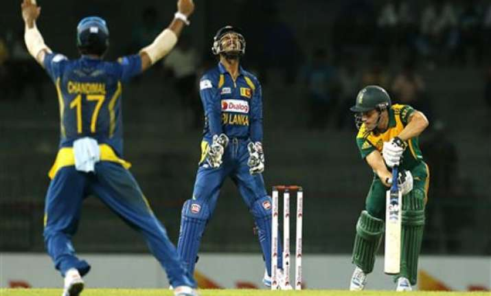 sri lanka beat s africa by 17 runs by dl in 2nd odi