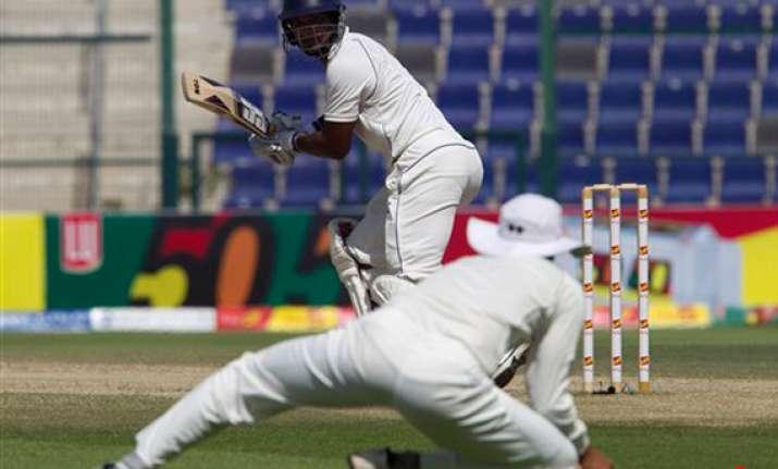 sri lanka continues to defy pakistan in test