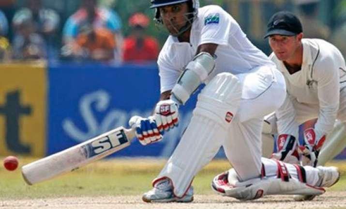 sri lanka fight hard to save second test