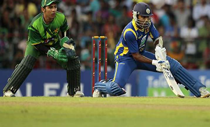 sri lanka beats pakistan to lead 2 1 in odi series