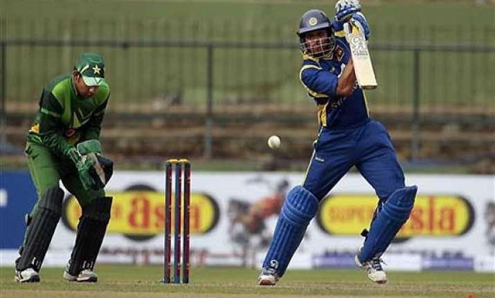sri lanka wins 2nd odi by 76 runs