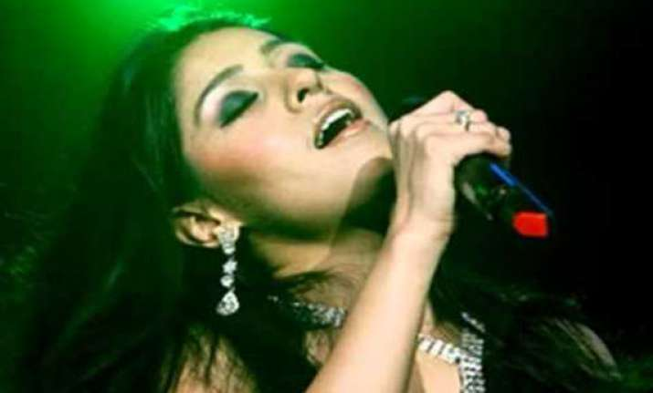 sunidhi sings sheila ki jawani for cricket lovers