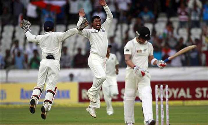 spinners put india on top as new zealand top order collapses
