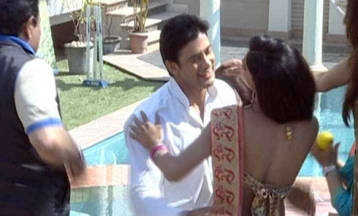 veena malik gets a new guy sangram singh in bigg toss