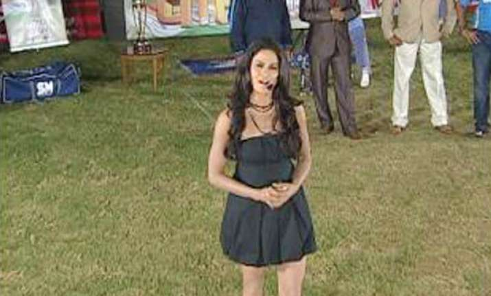 veena malik sizzles as india tv cricket anchor
