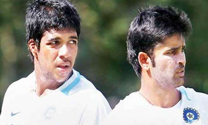 vinay kumar replaces aaron in test squad for australia tour