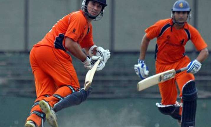 warmup doeschate propels netherlands to 2 wicket win over