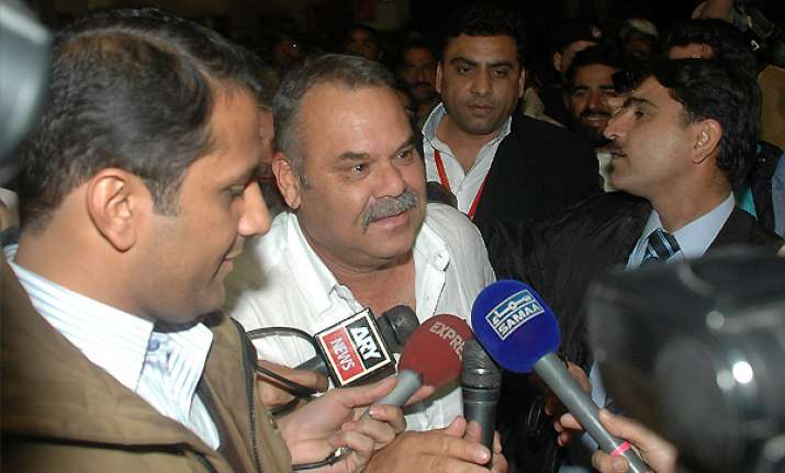 whatmore expects pakistan reaction in asia cup