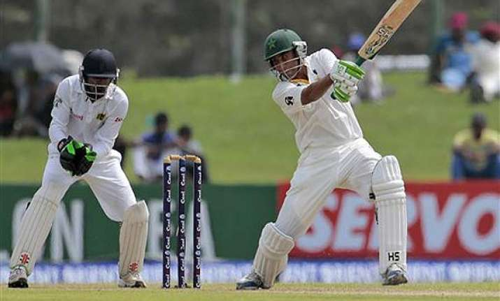 younis khan to miss last 2 odis against sri lanka