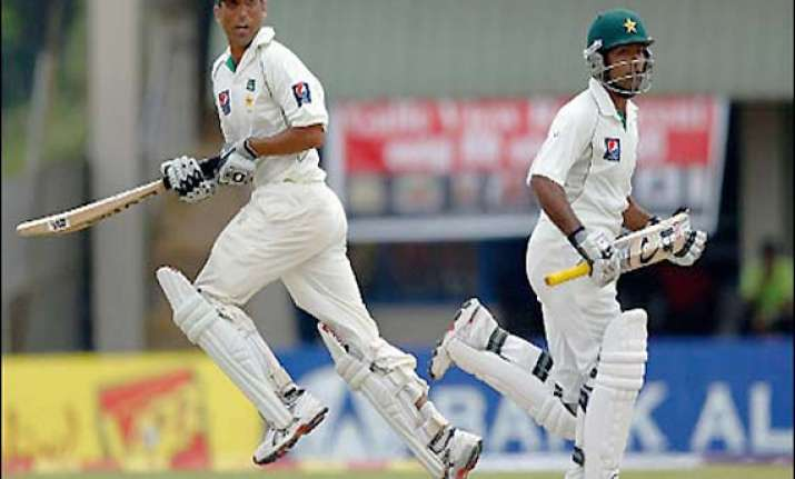 younis shafiq give pakistan share of day 1 spoils