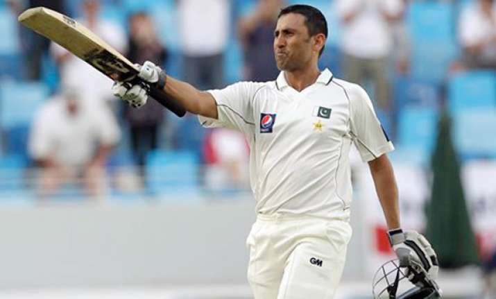 younis leads pakistan fightback against england
