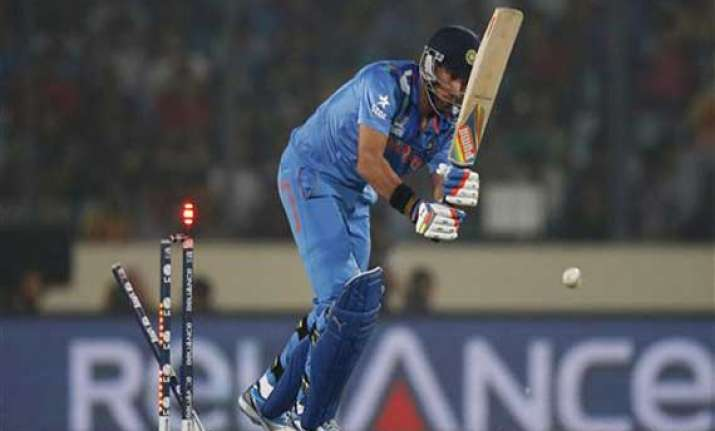 yuvi under pressure not in great touch dhoni