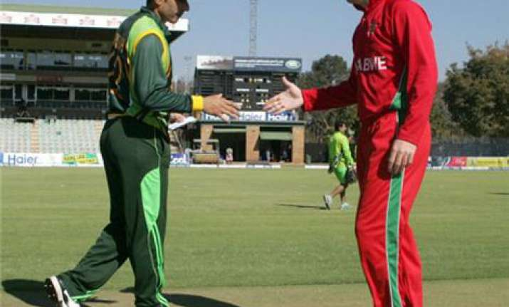 pakistan set a target of 261 for zimbabwe in final odi