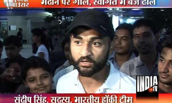 bronze winning indian hockey team gets warm welcome