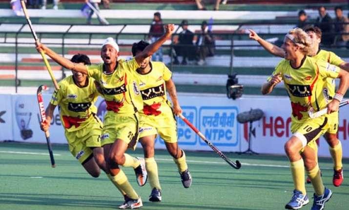 hockey india league ross strikes in ranchi rhinos 1 0 win