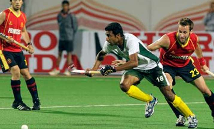 pakistan clinch thrilling 2 1 win over spain