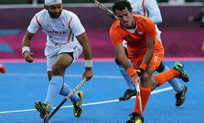 indian men go down 2 4 to netherlands