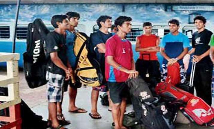 mumbai u 19 hockey players travel standing in train pantry