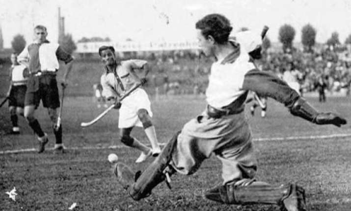 rare footage of dhyan chand s 1936 berlin olympics magic