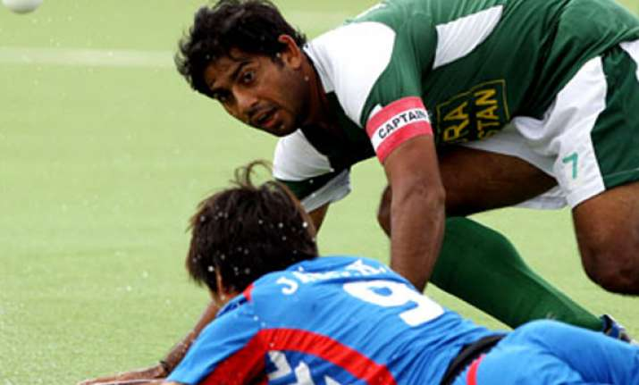 pakistan earns consolation win in champions trophy