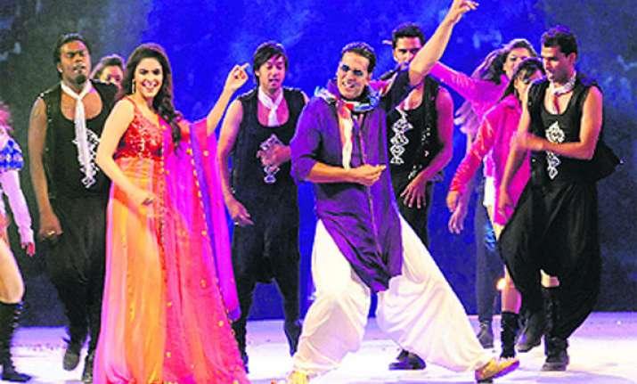 akshay asin dance at world cup kabaddi in bathinda