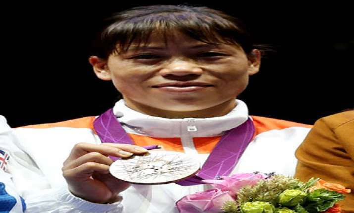 boxer mary kom gets rs 50 lakh cheque from mp govt