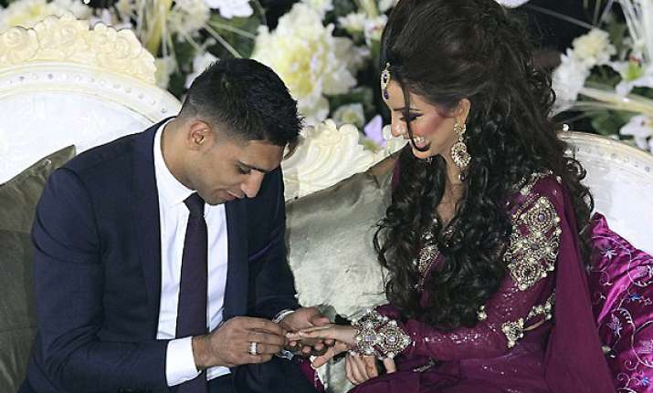 boxer amir khan gifts 100 000 platinum diamond ring to