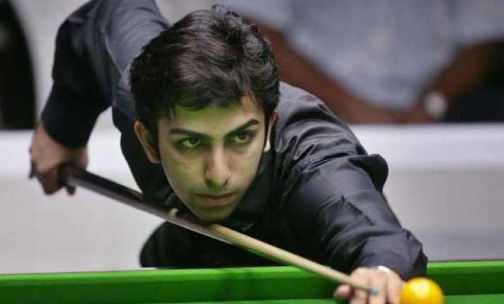 cueists advani mehta in third round