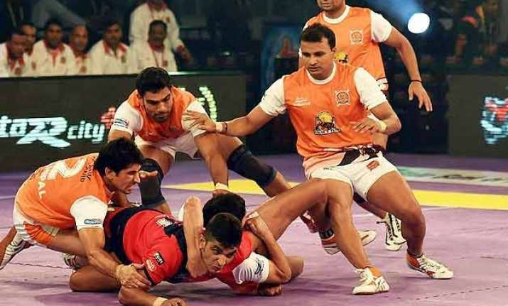 pro kabaddi dabang delhi edge past pune bengal lose to u