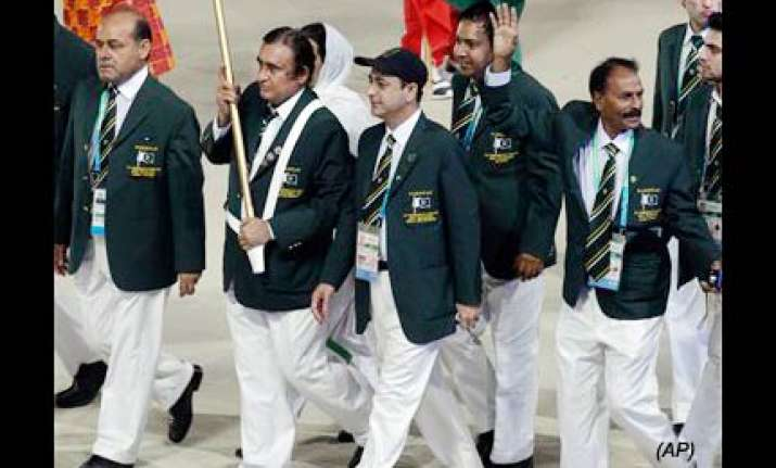 pak contingent leader complains theft at cwg village