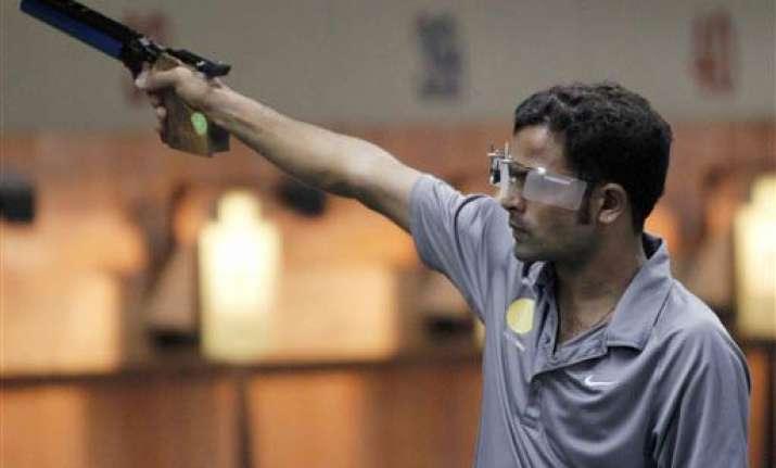vijay kumar wins bronze in 10m air pistol event