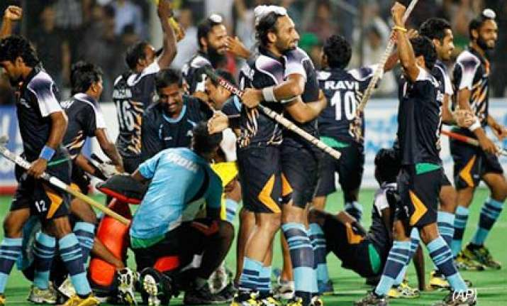 lion hearted india beat england in shoot out to enter final