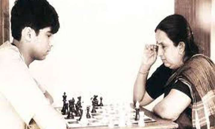 viswanathan anand s mother passes away