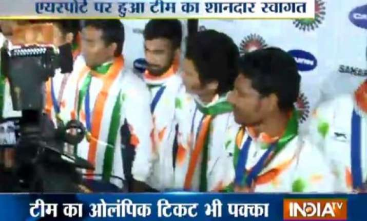 asiad champion indian hockey team return home to rousing