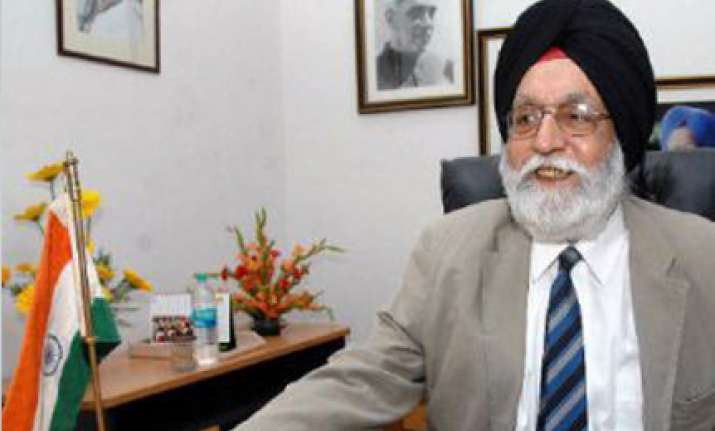 gill on a mission to broker peace between cgf and kalmadi