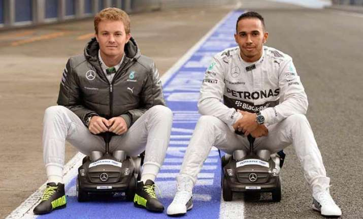 upset rosberg flings cap at hamilton after losing us gp