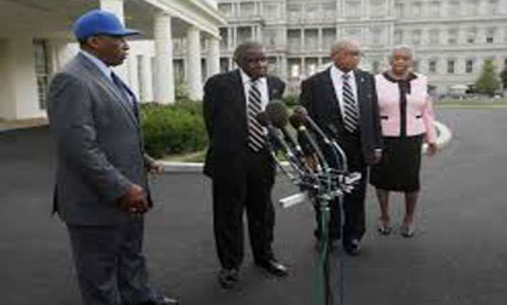 obama honors negro league players at white house
