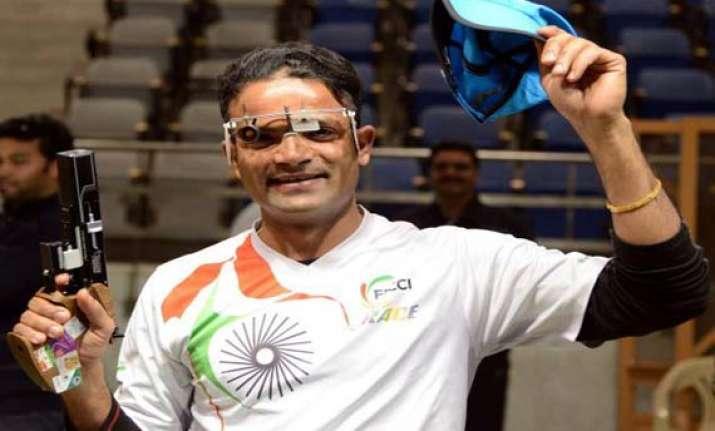 vijay heena clinch gold medals in shooting nationals