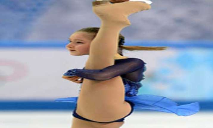 watch pix of julia lipnitskaia 15 year old russian figure