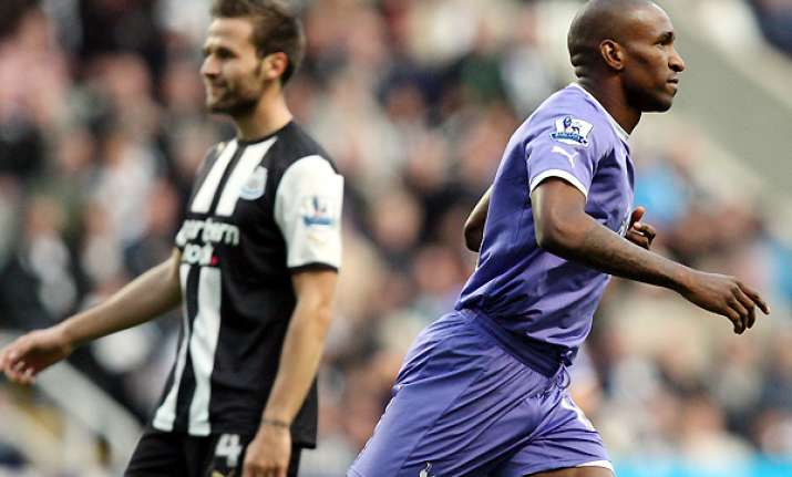 amoebi strikes late as newcastle draws with spurs