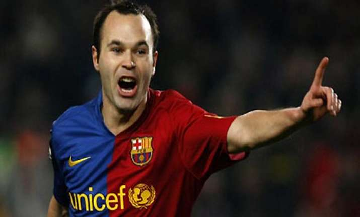 andres iniesta to sign new 5 year contract with barcelona