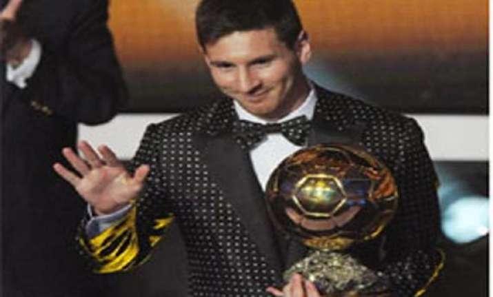 argentina fans celebrate messi s birthday in kolkata